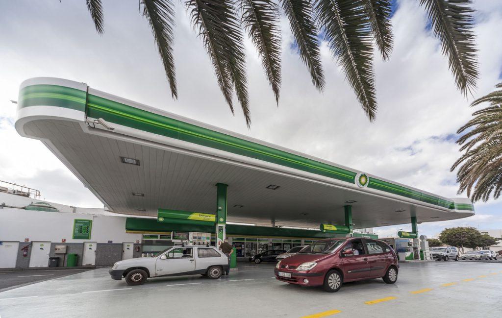 La CNMC autoriza a BP la compra de 65 estaciones de servicio a Petrocorner en España