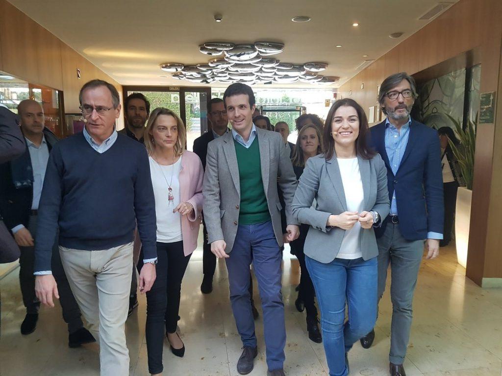 Casado dice que los españoles «tienen derecho a saber qué hace Sánchez con su socio Torra»