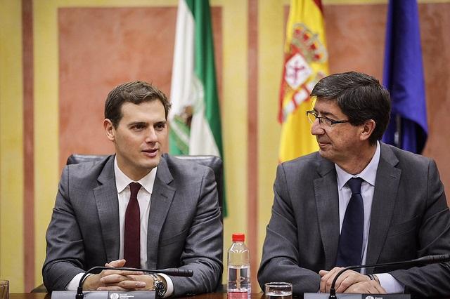 Rivera apela a la «responsabilidad» para no bloquear las reformas pactadas con el PP en Andalucía, con «sello naranja»
