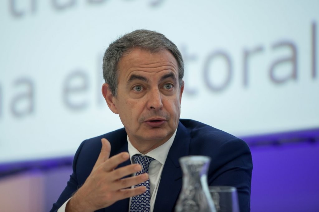 Zapatero, a favor de que Díaz siga al frente del PSOE andaluz si pasa a la oposición