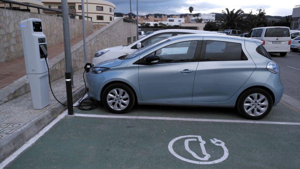 Los cargadores de los coches eléctricos vulnerables pueden dañar las redes eléctricas domésticas