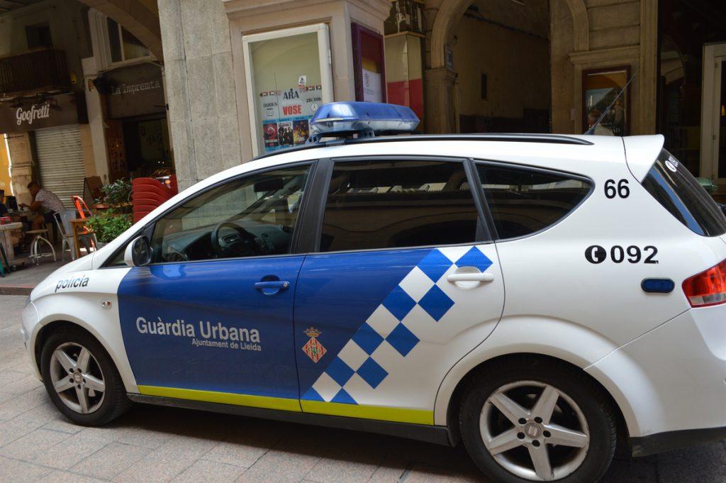 Detenido en Lleida por agredir a su pareja, a su hija y a dos agentes de la policía local