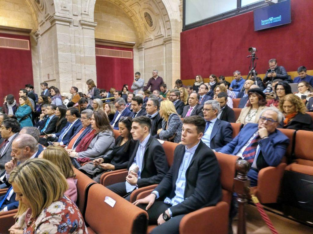 Los secretarios generales de PP, Cs y Vox presencian en el Parlamento andaluz la sesión constitutiva de la Legislatura