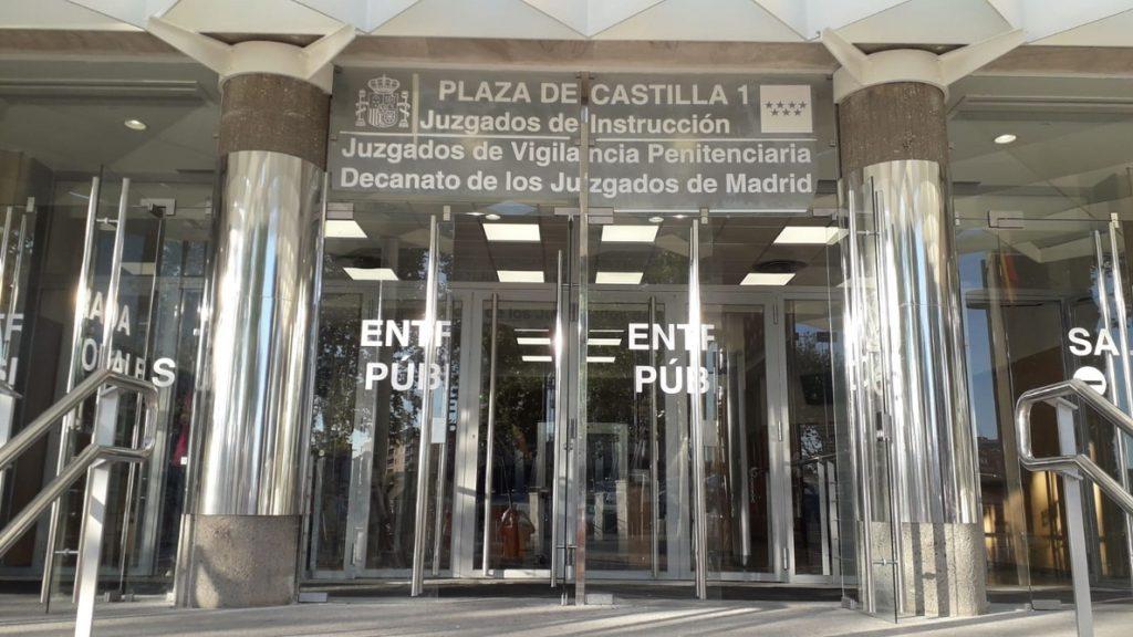 Afectados por venta de pisos a 'fondos buitres' celebran la condena y confían en que la Justicia les de la razón