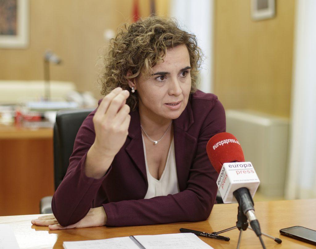 Montserrat acusa a Sánchez de «traición» por las «21 capitulaciones secretas» de Pedralbes «para la rendición de España»