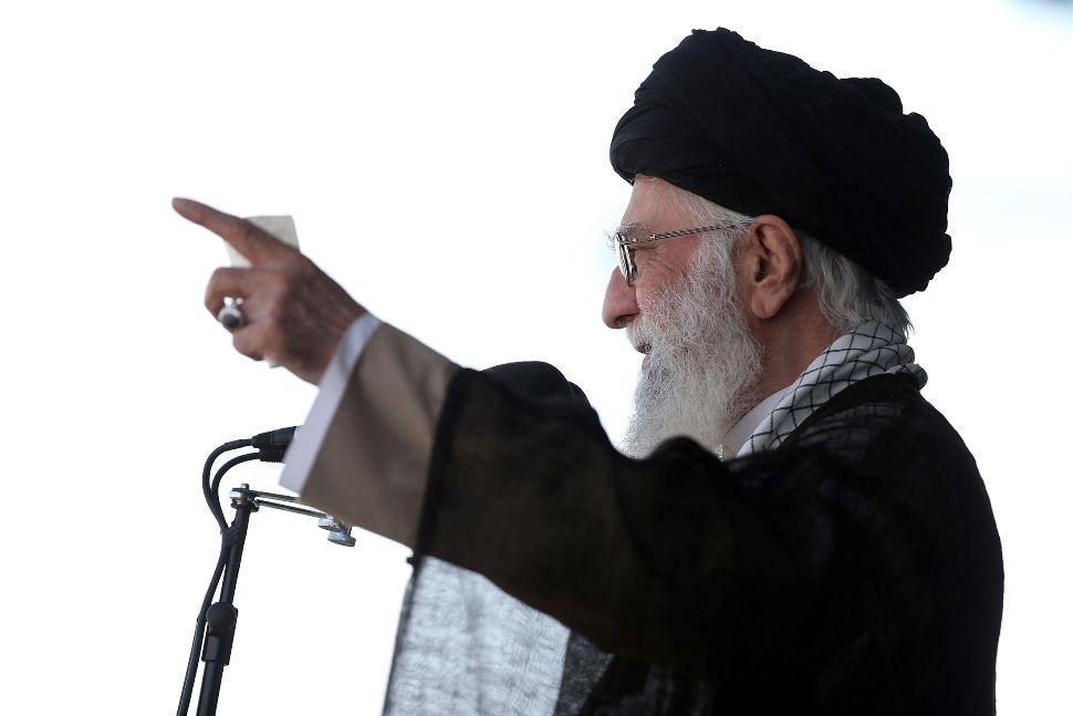 Jamenei nombra al 'duro' Sadeq Amoli Lariyani presidente del poderoso Consejo del Discernimiento de Irán