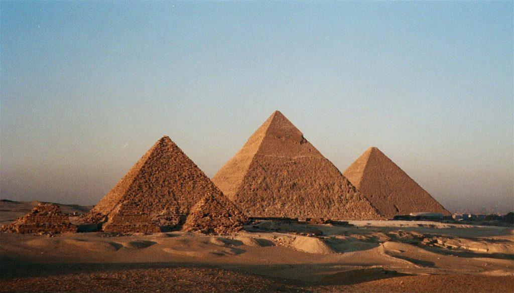 Llegan a El Cairo los familiares de los turistas vietnamitas muertos y heridos en el atentado de las pirámides