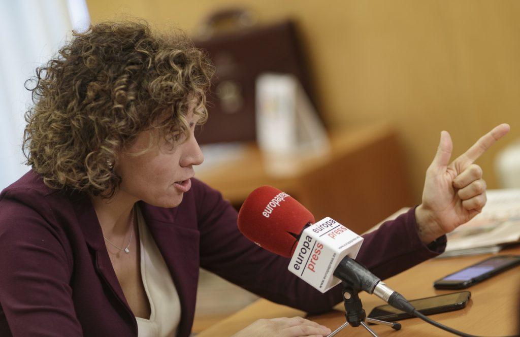 Montserrat acusa a Sánchez de «devorar» al PSOE y avisa de que sus barones «se están levantando» y «sumando al PP»
