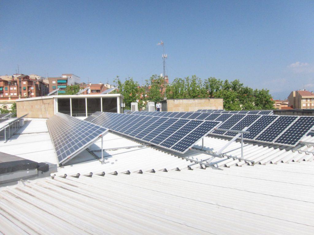 Unidos Podemos reclama que la CNMC vigile si las eléctricas dificultan los proyectos de autoconsumo