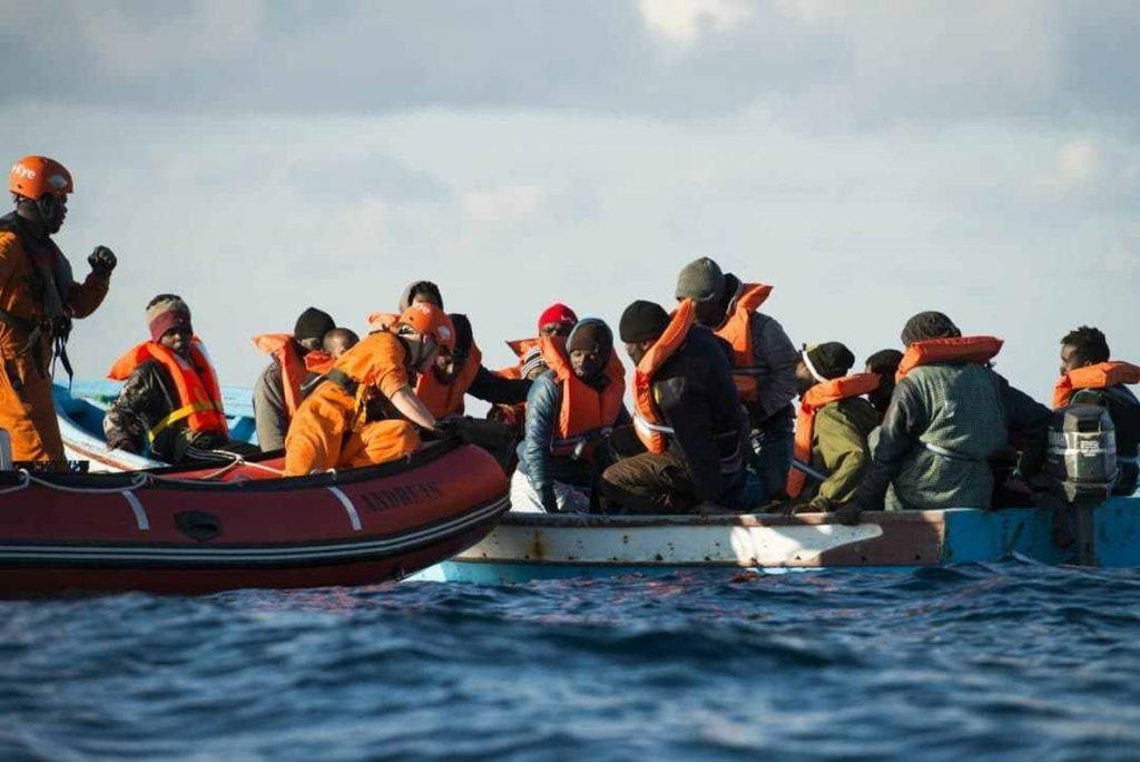 Dos ONG alemanas piden una solución para los 49 migrantes rescatados en el Mediterráneo
