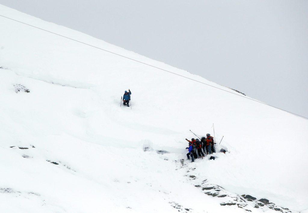 Tres montañeros españoles y un guía peruano muertos en una avalancha en Perú