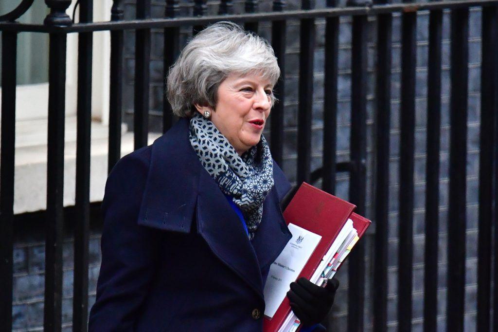 May estudia modificar el Acuerdo del Viernes Santo para desbloquear el Brexit