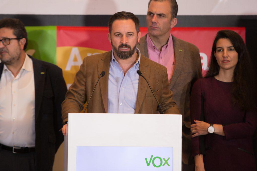 Abascal dice que Vox pedirá la reprobación de la consejera Ruiz si no es cesada: «Basta de insultar nuestra identidad»