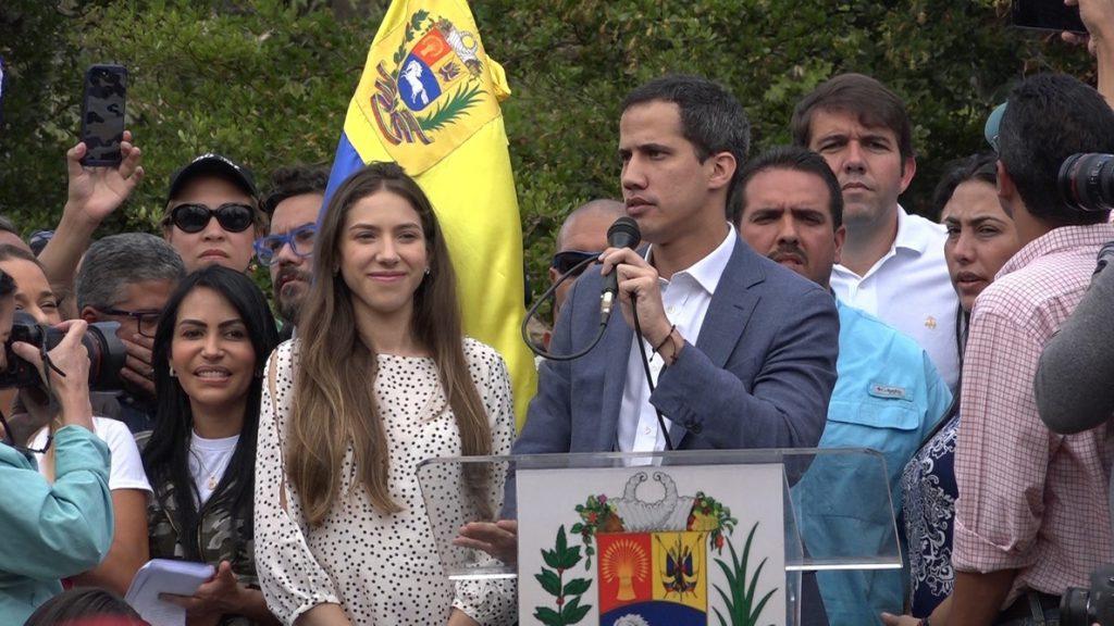 Simpatizantes de Guaidó celebran decenas de cabildos abiertos en Venezuela