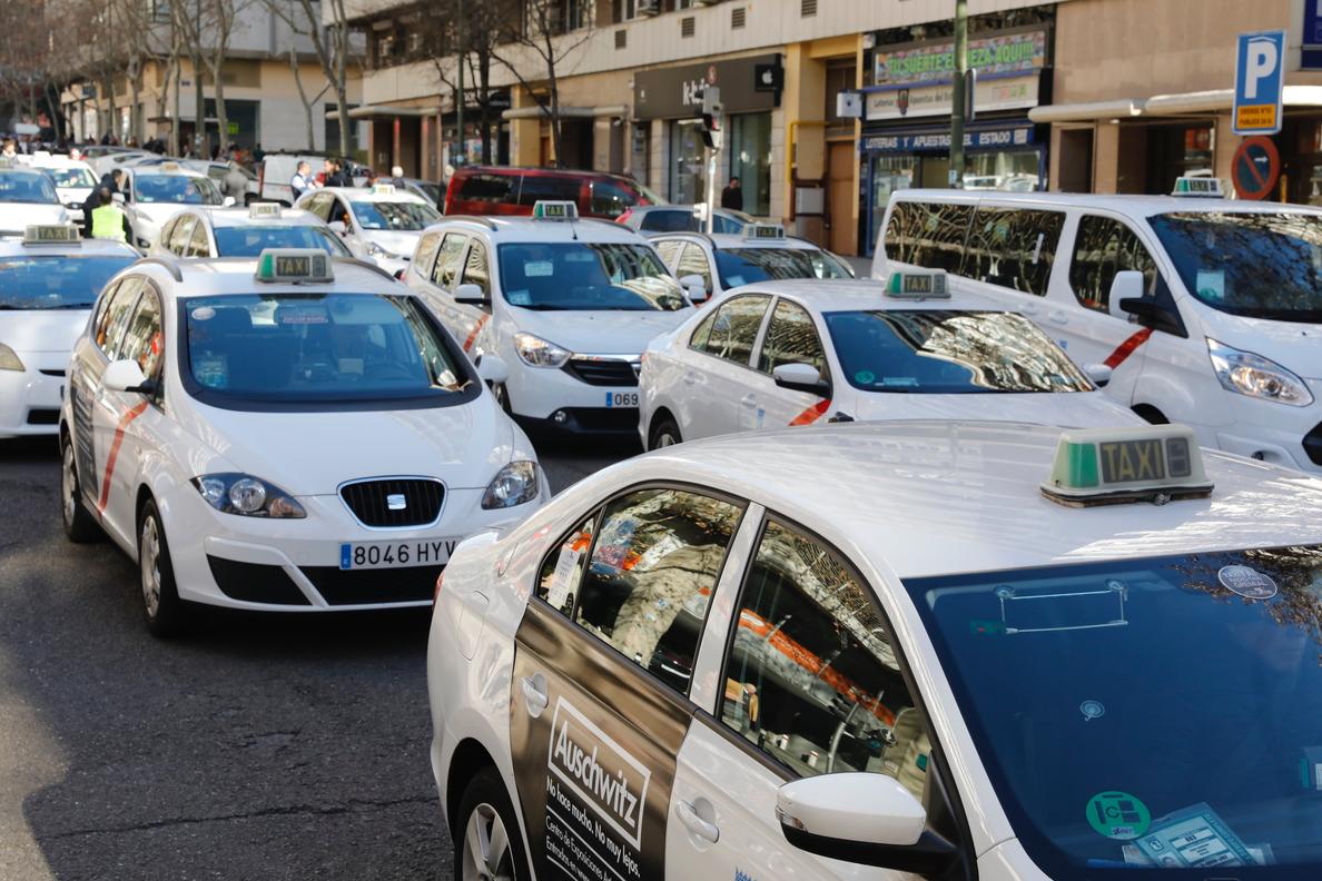 El taxi de Madrid celebra el endurecimiento de las sanciones a las VTC, pero lamenta que no se defina un tiempo mínimo de precontratación en los servicios