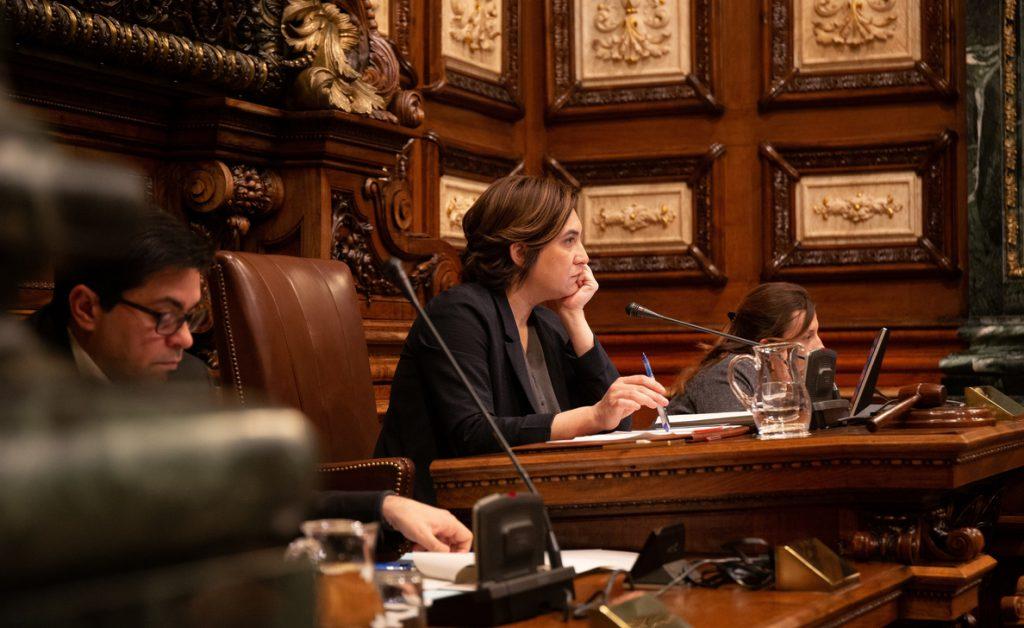 Colau le insiste a Torra que apoye los PGE y le parece normal que haya un relator en las negociaciones Gobierno-Govern