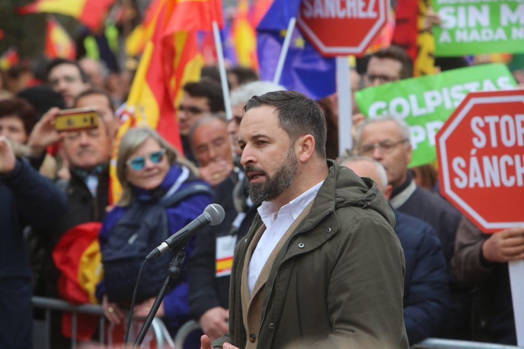 Abascal (Vox) ve «excusas de mal pagador» en la Junta por remitir al Gobierno central para repatriar inmigrantes