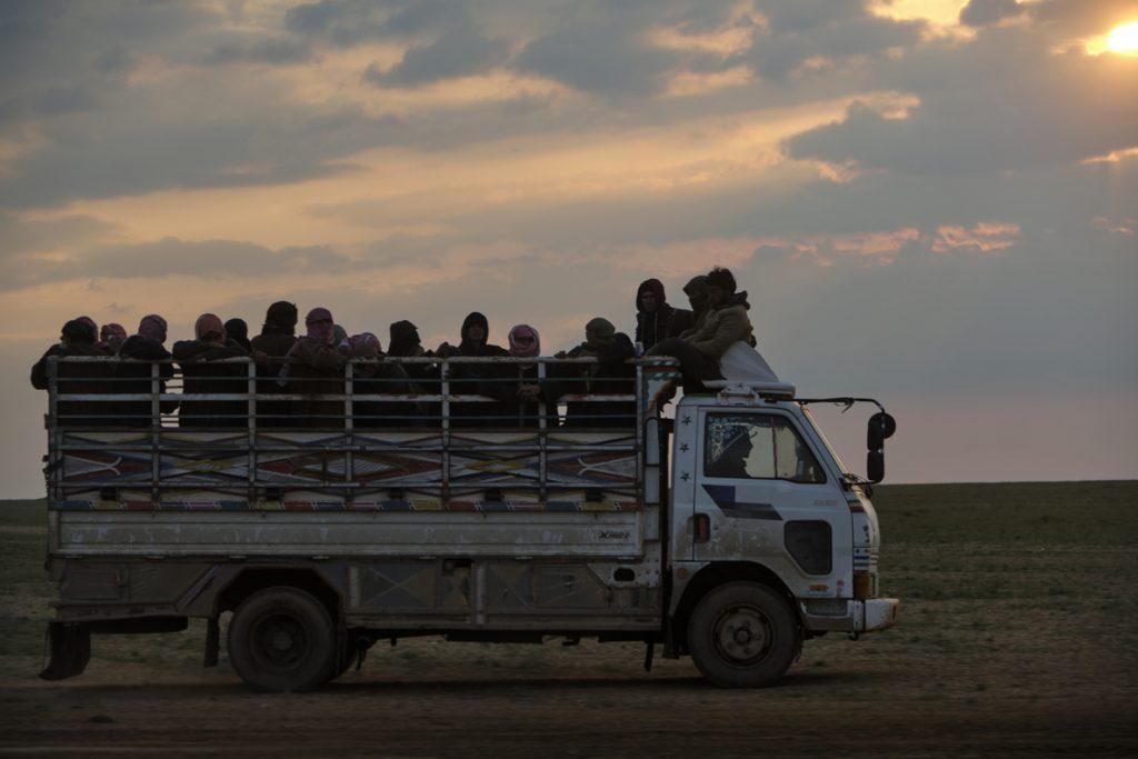 Evacuadas 3.500 personas, entre ellas 500 yihadistas, del último enclave de Estado Islámico en Siria