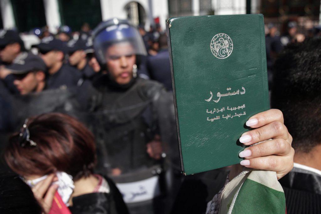 Cientos de miles de personas inundan Argelia en una de las mayores protestas contra Buteflika