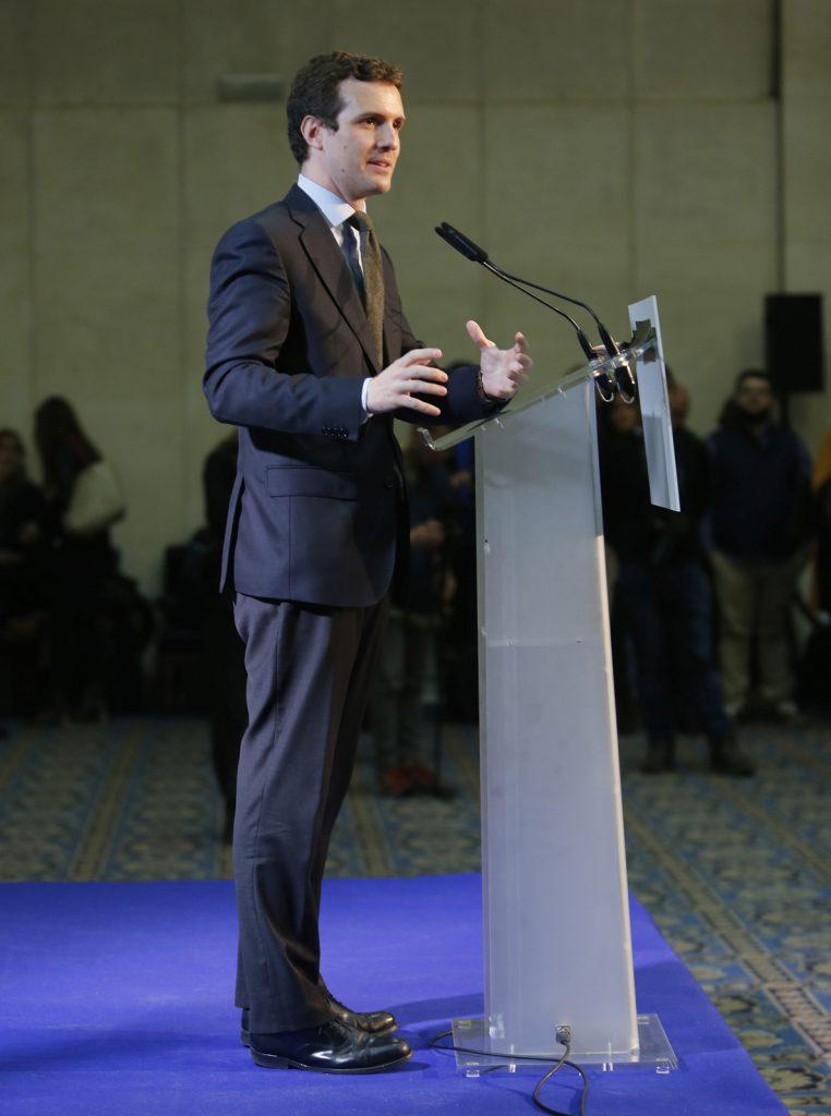 Casado acusa a Sánchez de meter «la mano en el bolsillo» de los españoles para «financiar su campaña» a base de decretos