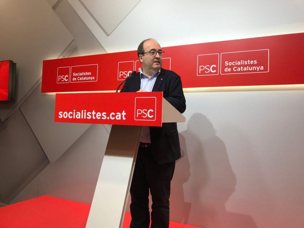 Iceta (PSC) afirma que el Govern tiene que retirar los lazos y «puede recurrir» si lo ve injusto