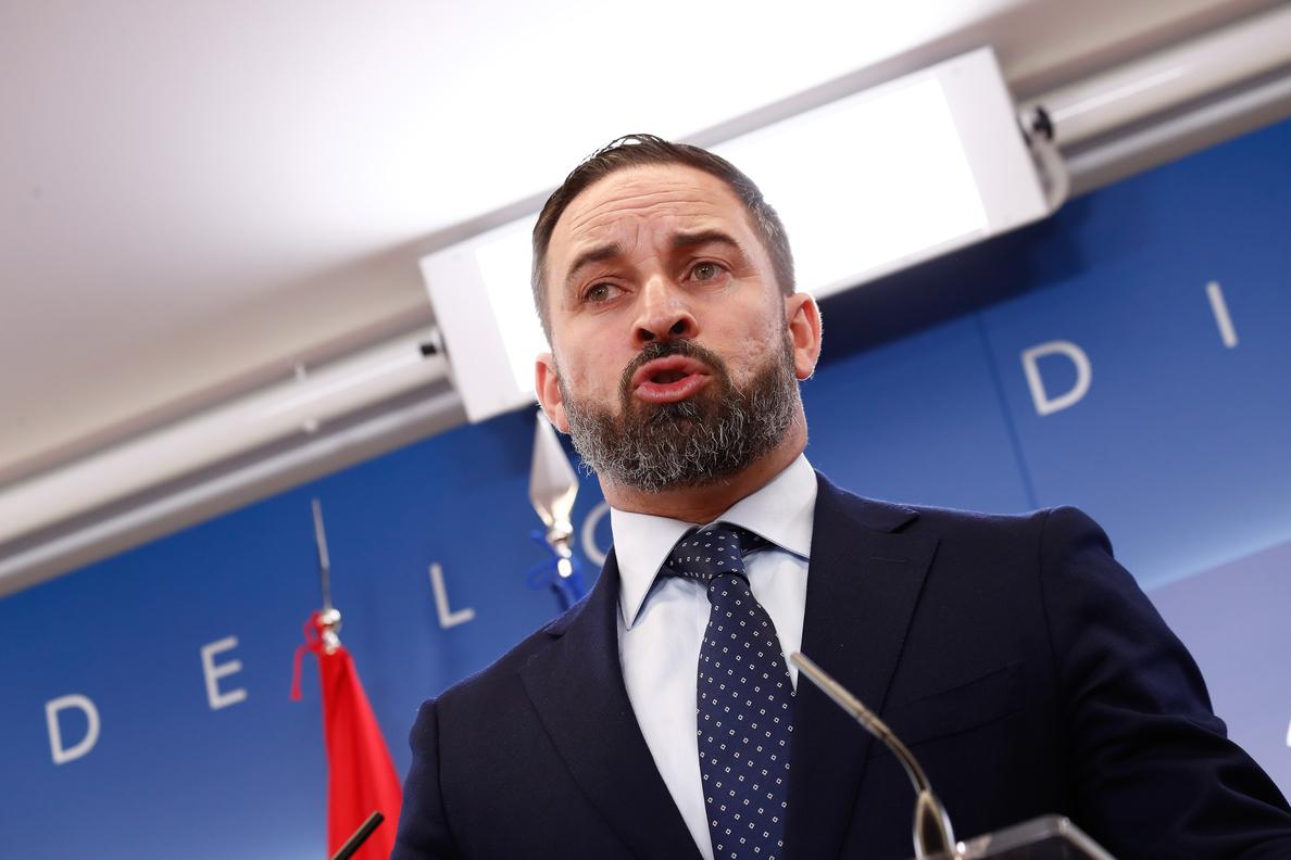 La Fiscalía solicita la retirada del cartel xenófobo de Vox