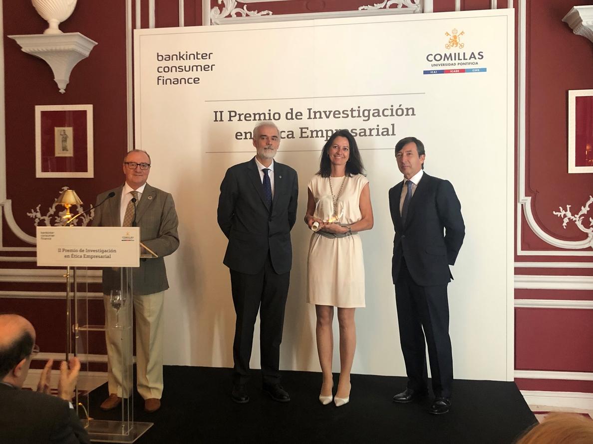 Un trabajo sobre digitalización financiera, premio de Ética Empresarial de Bankinter y la Universidad de Comillas