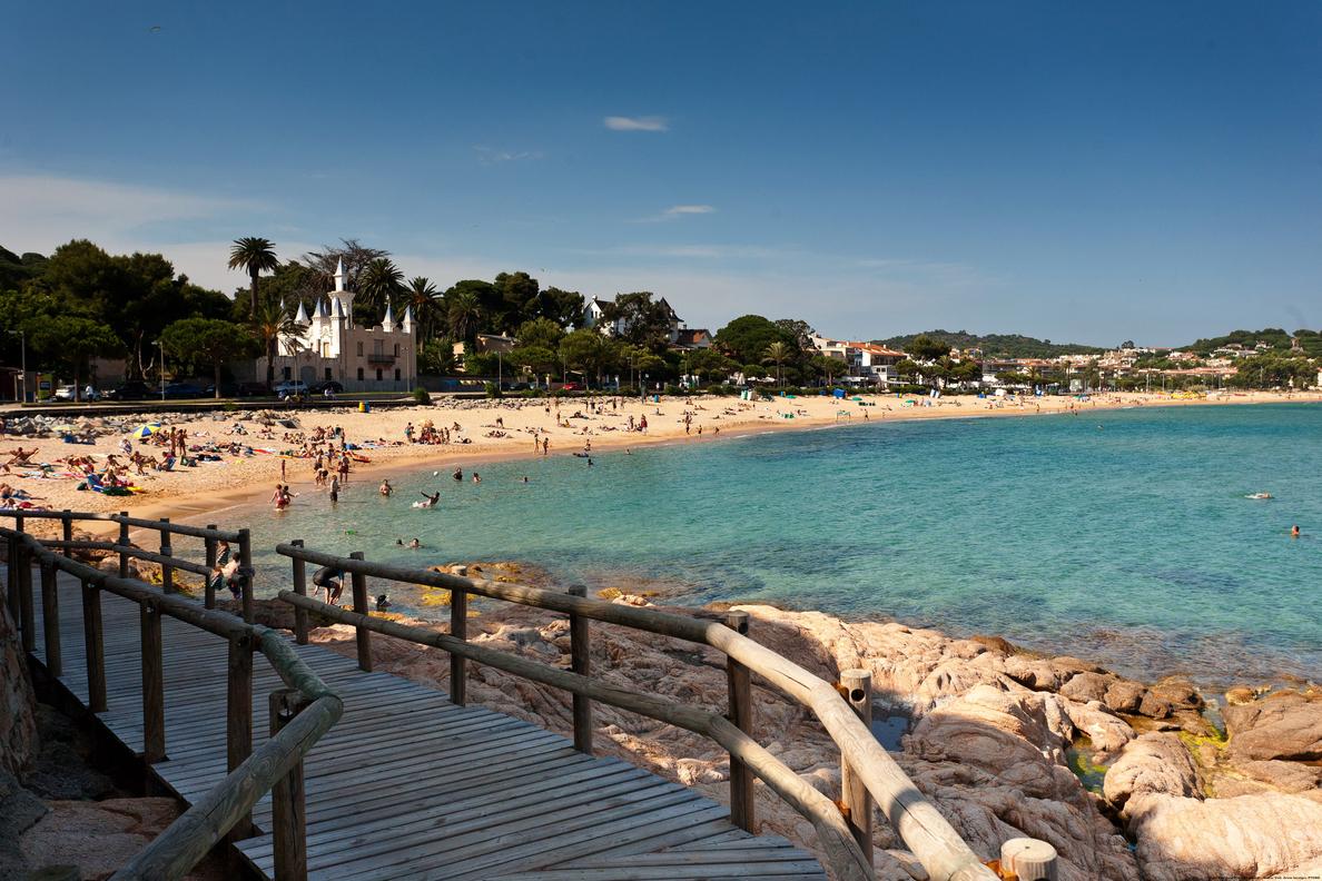 Los españoles gastarán casi 1.200 euros estas vacaciones, un 4% menos que en 2018, según un estudio