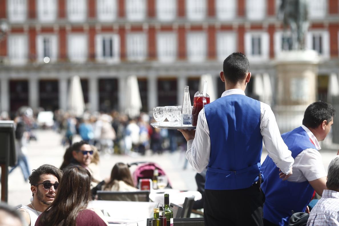 El sueldo más habitual en España se dispara un 6% en un año y la brecha salarial baja hasta el 21,9%