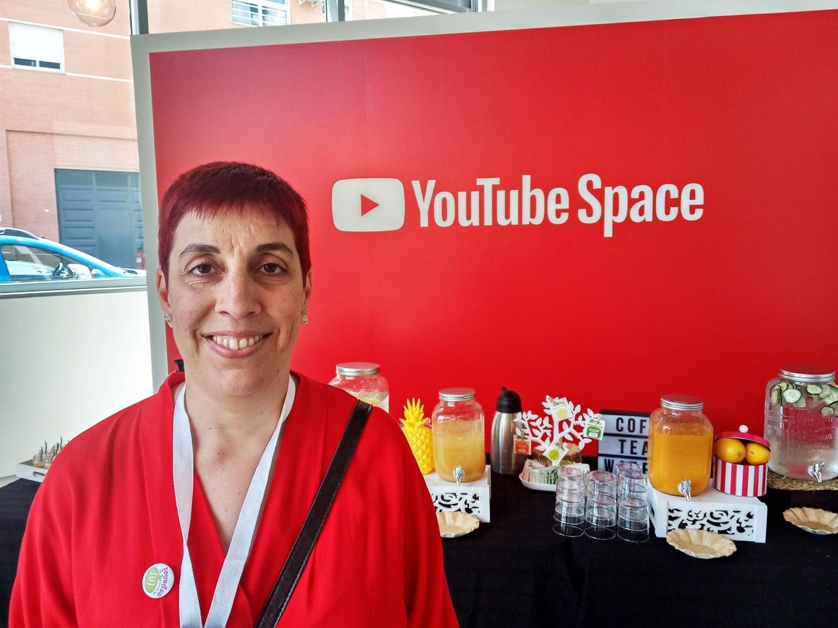 Elena Prieto, la »youtuber» que enseña español a personas de todo el mundo: «No nos creemos la valía de nuestra lengua»