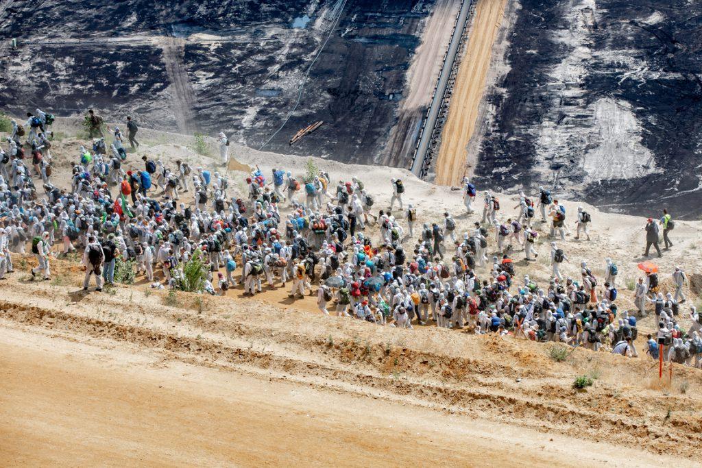 Más de un millar de ecologistas irrumpen en una mina de carbón en una protesta en Alemania