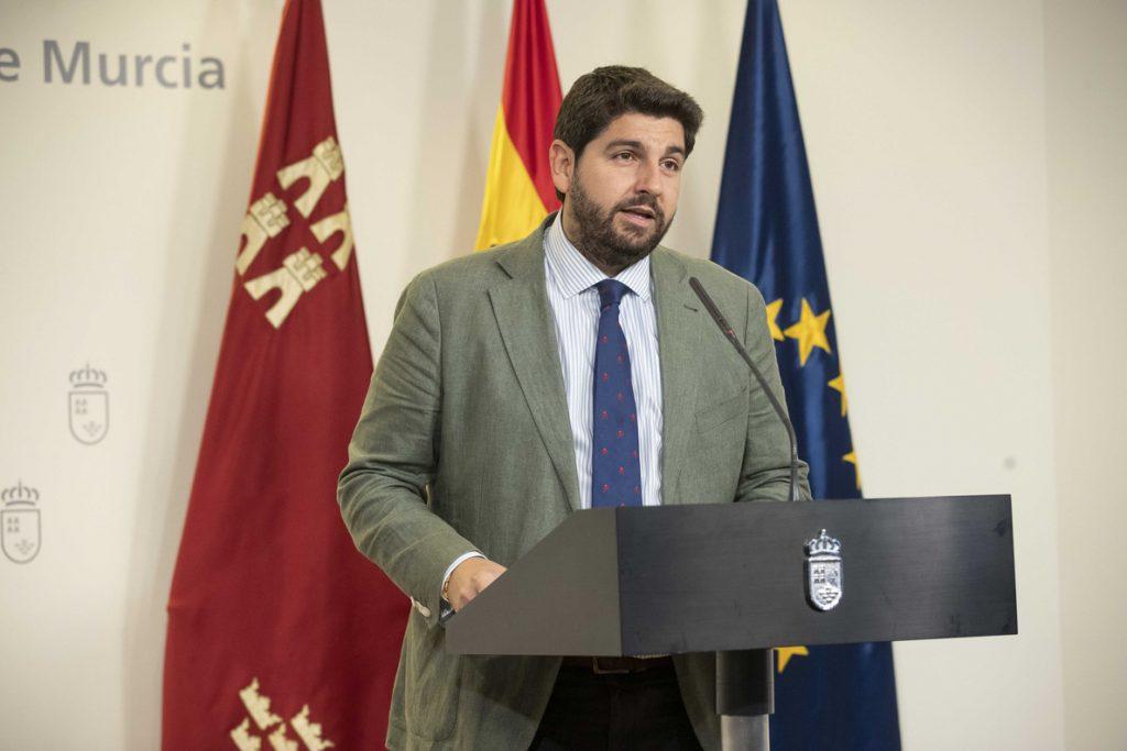VOX se levanta de la mesa de negociaciones con PP y Cs y mantiene su negativa a López Miras como presidente