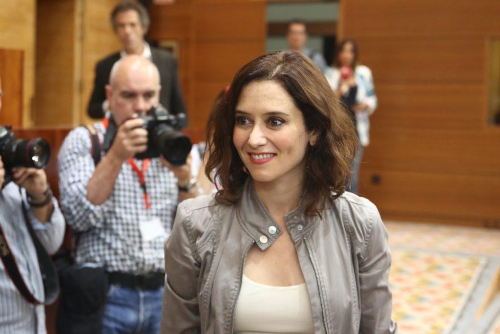 Investidura de Isabel Díaz Ayuso: promete bajada de impuestos y tolerancia cero con la corrupción