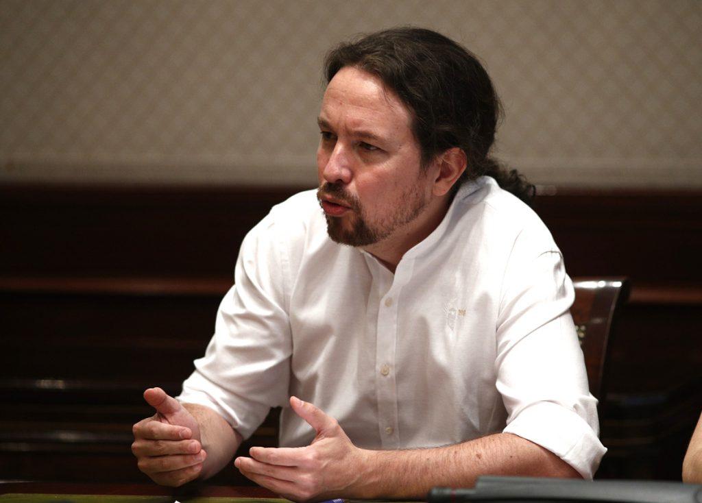 Iglesias insiste en negociar un Gobierno de coalición proporcional con Sánchez y Errejón