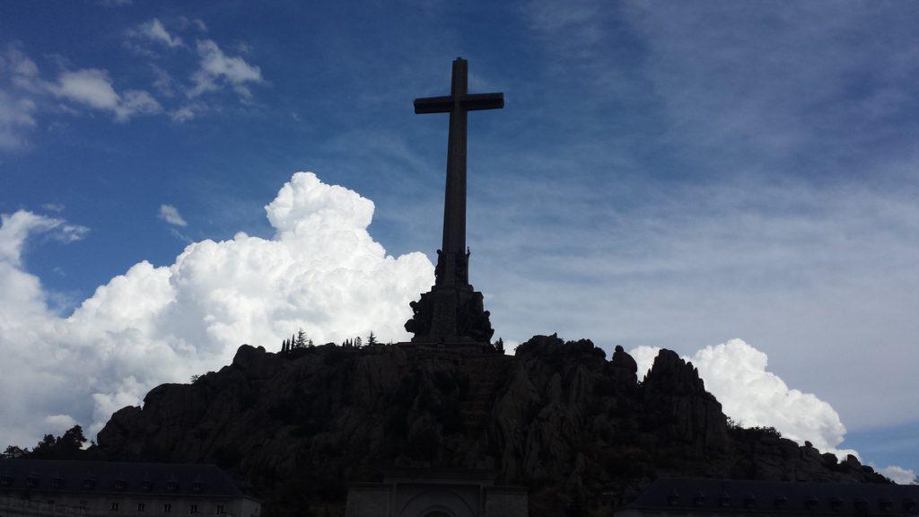 Cerca de un centenar de franquistas se concentran en Mingorrubio para honrar al dictador