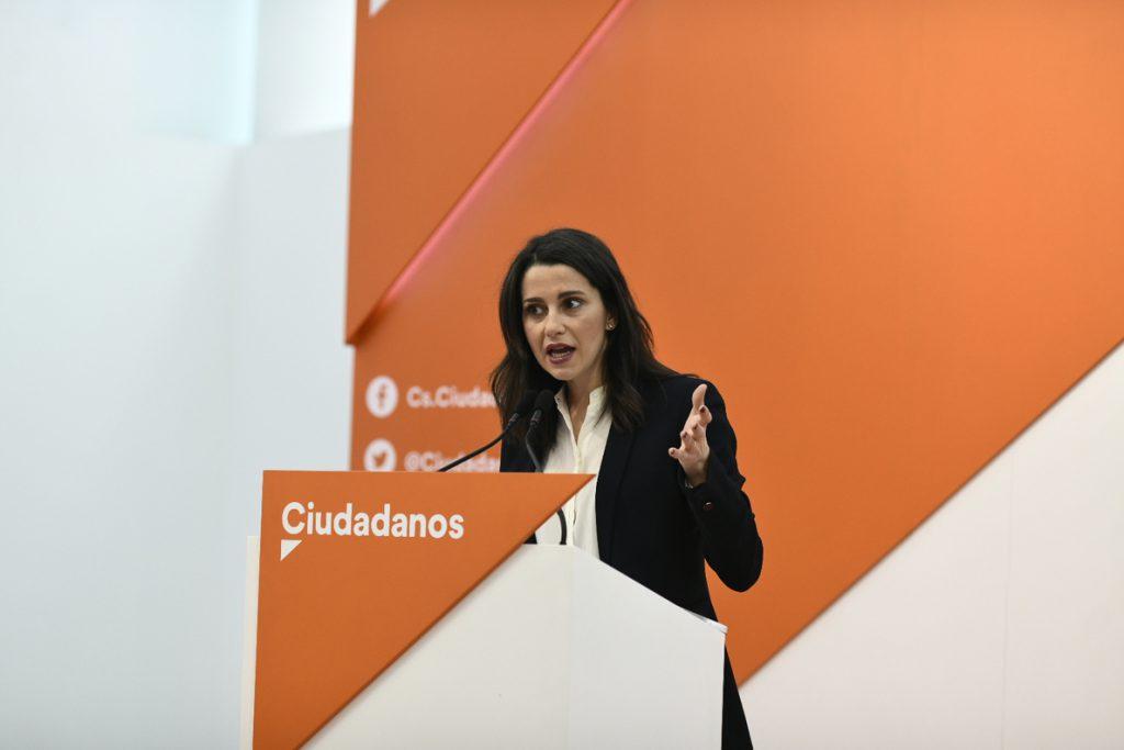 Arrimadas pide por carta a Sánchez un pacto entre PSOE, PP y Ciudadanos