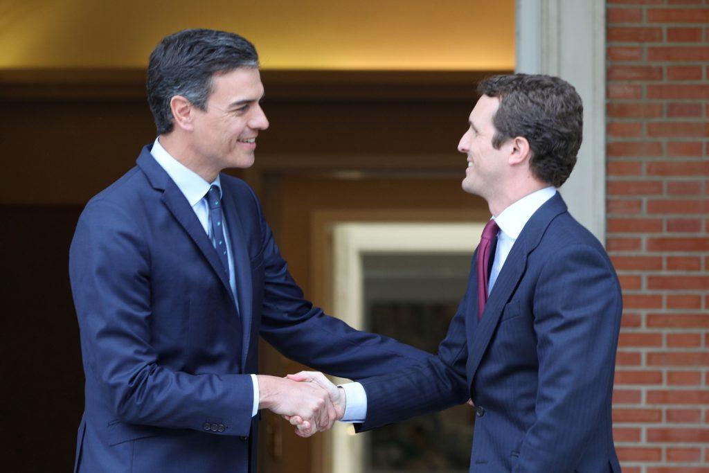 Sánchez y Casado se reúnen durante 45 minutos