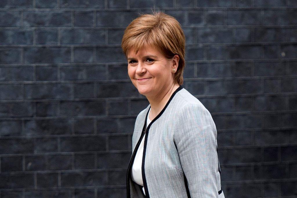 La líder de Escocia solicita a Johnson la competencia para convocar un nuevo referéndum de independencia