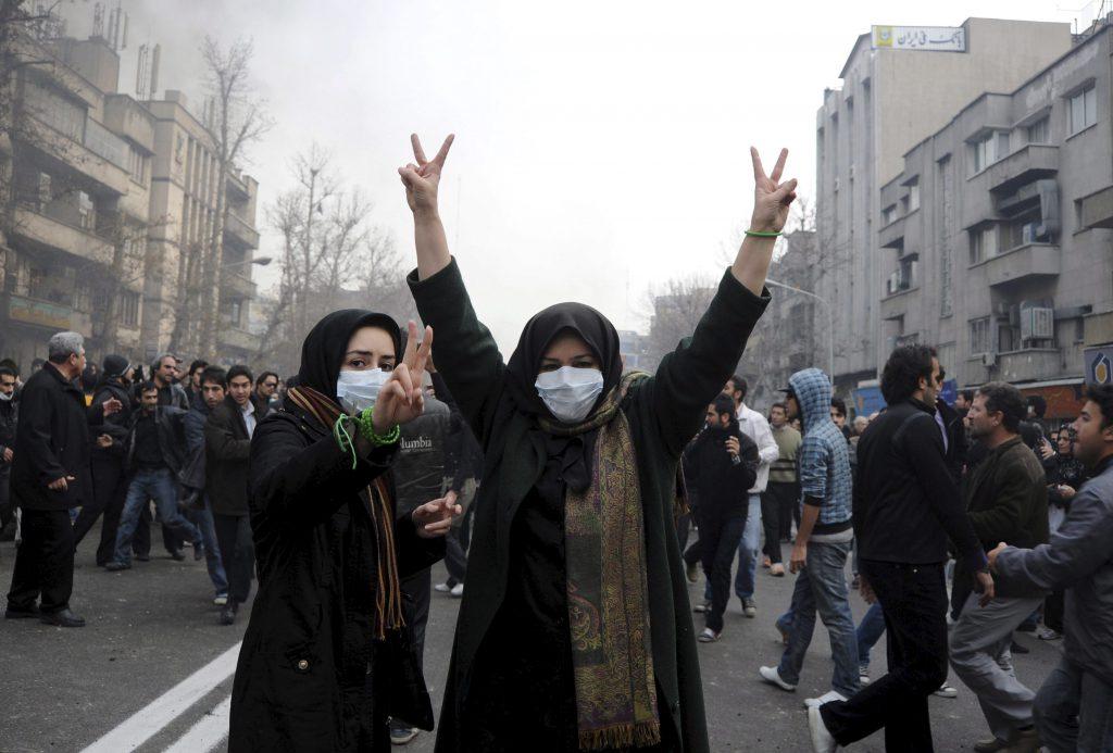 Al menos 30 muertos por una estampida en el funeral por el general iraní Soleimani