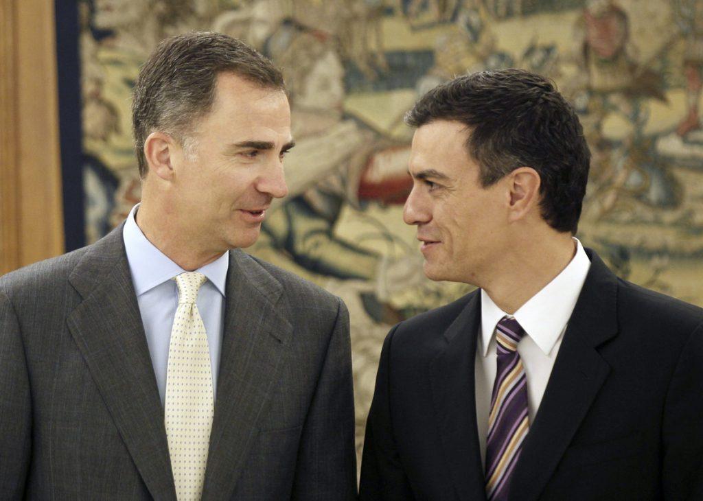 Sánchez y el Rey tras la ceremonia de promesa: «Ocho meses para 10 segundos»