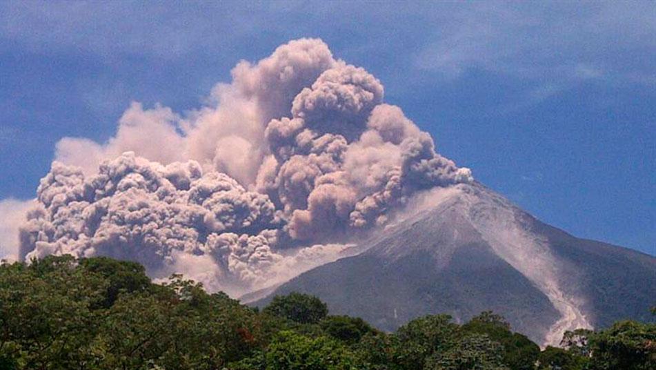 Las evacuaciones por las erupciones del volcán Taal en Filipinas afectan a más de 30.400 personas