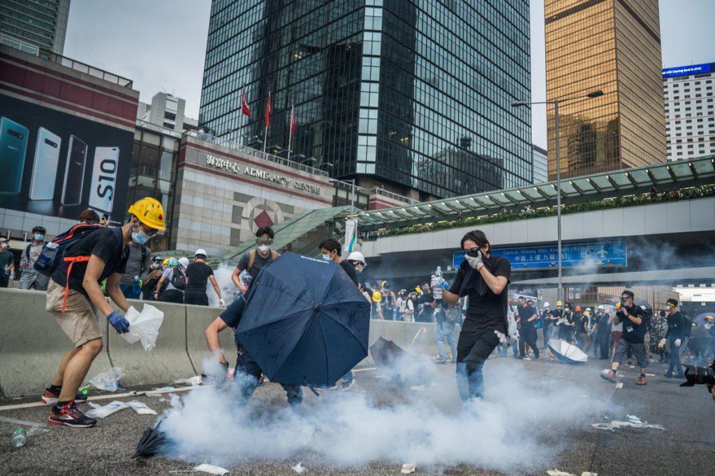La Policía detona una bomba de supuestos manifestantes contra el Gobierno