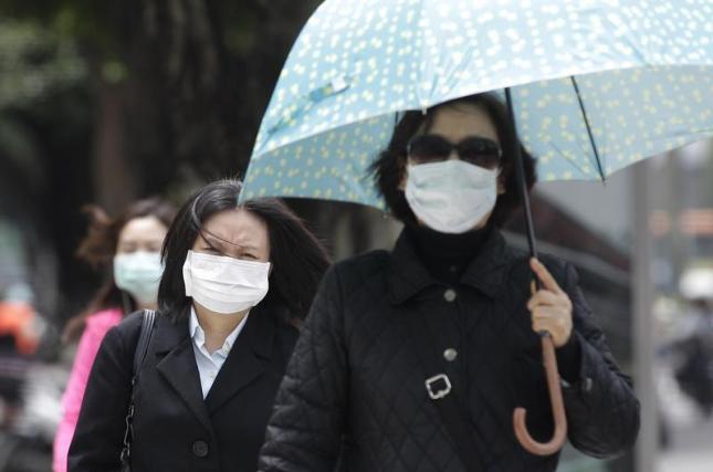 Exteriores prepara la evacuación de los españoles en China por el coronavirus: «Todo listo en España para recibirlos»