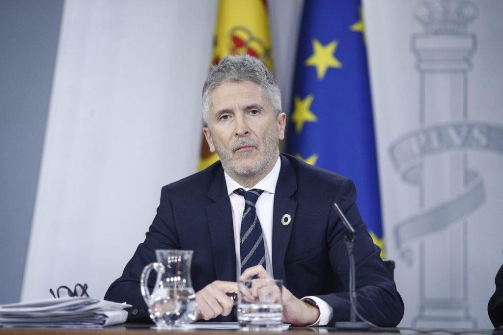 Marlaska dice que tres cuartas partes de los detenidos son españoles y afea a Vox sus «bulos» sobre extranjeros