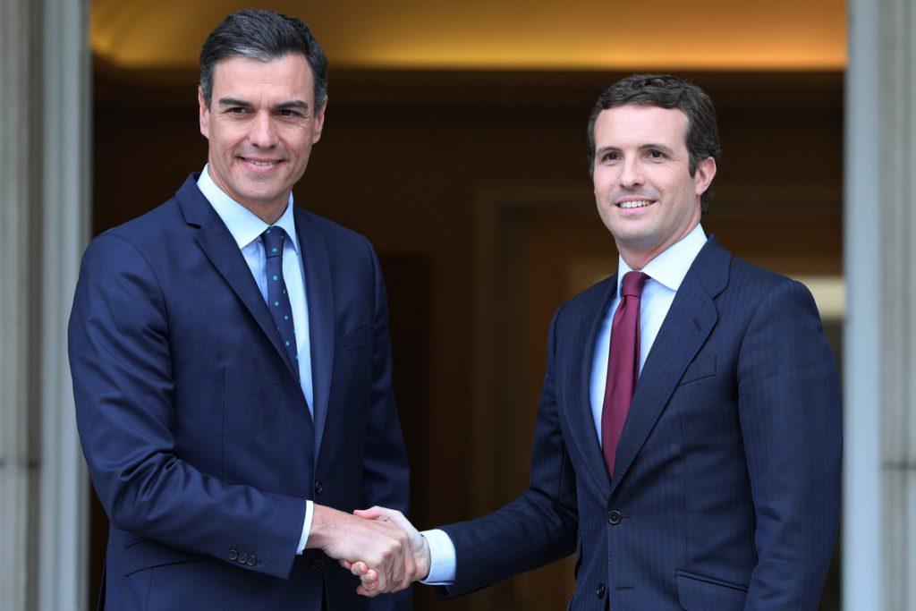 Sánchez y Casado se reúnen este lunes en Moncloa