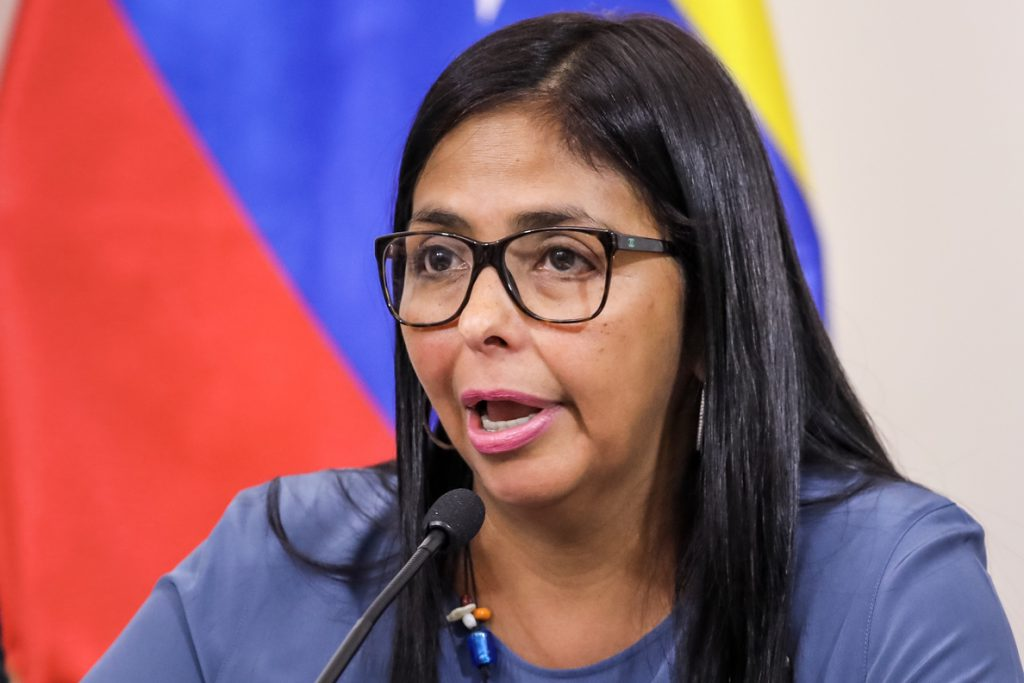 Delcy Rodríguez acusa a Guaidó de ser un «traidor a la patria»