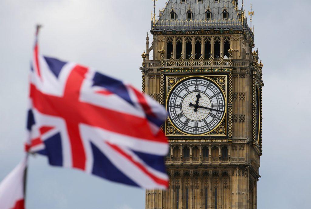 Reino Unido limitará la entrada de inmigrantes sin estudios o que no hablen inglés