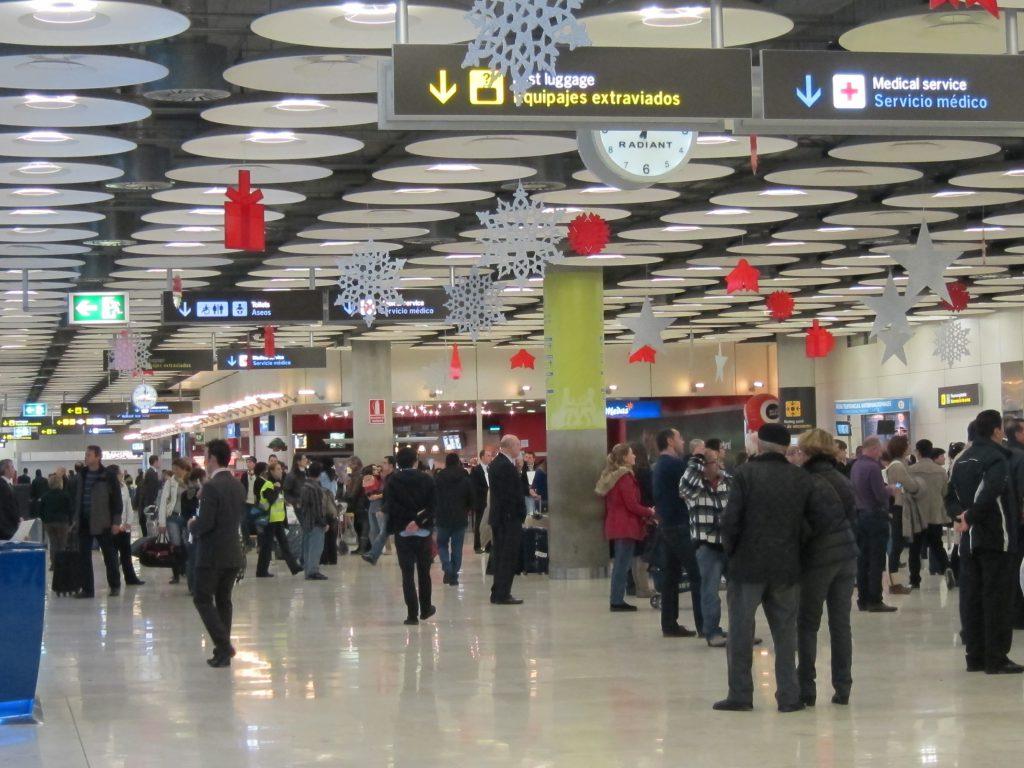 Las Embajadas y Consulados asisten a más de 1.200 españoles en su regreso a España