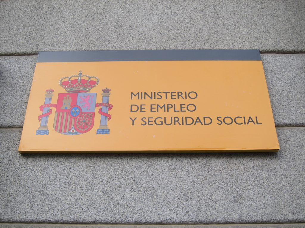Trabajo llega a un acuerdo con entidades bancarias para que adelanten el pago de las prestaciones por desempleo