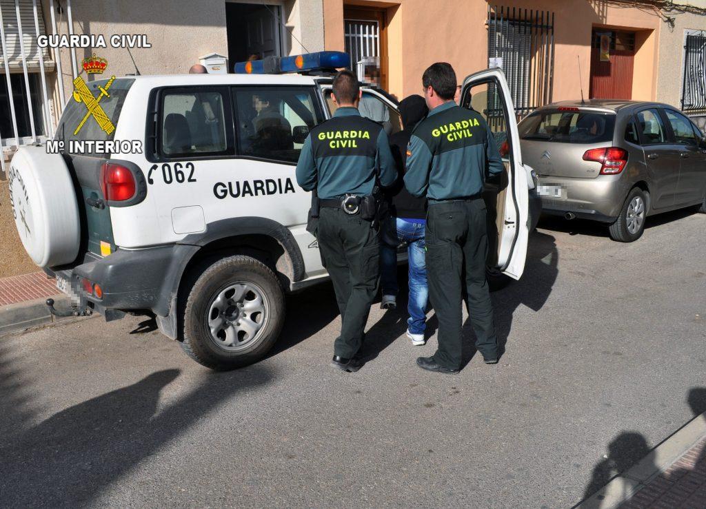 Cien detenidos y 10.338 denunciados este domingo por parte de Policía Nacional y Guardia Civil por vulnerar las normas de confinamiento
